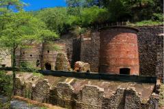 La Ruta del Hierro de los Pirineos es un itinerario que recorre diferentes lugares de Occitania, Andorra, Cataluña y Euskal Herria en los que podemos apreciar el rico patrimonio industrial legado por las actividades siderúrgicas.
